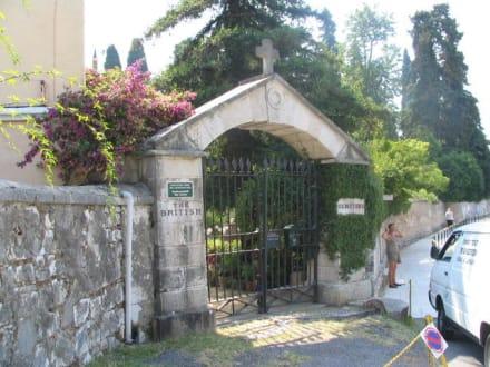 Eingang des Britischen Friedhofs von Korfu-Stadt - Britischer Friedhof