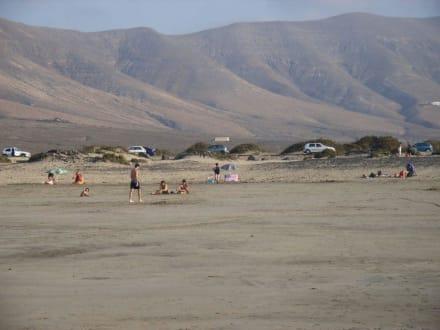 Famara Strand Parkplatz - Strand Famara
