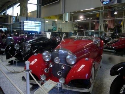 Klassische Oldtimer - Auto & Technik Museum