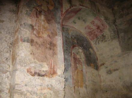 Verblaßte Wandmalerei in der Nikolauskirche - Kirche Hl. Nikolaus