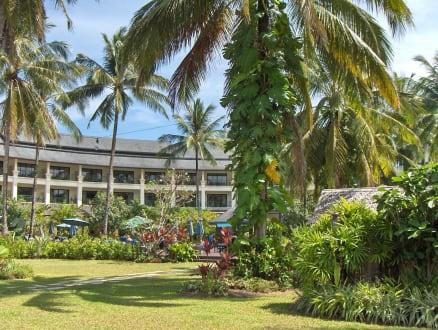 Blick zum Haupthaus - Khaolak Orchid Beach Resort
