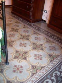 sch ne alte bodenfliesen bild hotel del centro in palermo sizilien liparische olische. Black Bedroom Furniture Sets. Home Design Ideas