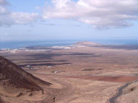 Blick von Fermes auf die Ebene von Playa Blanca - Rundwanderweg Femes