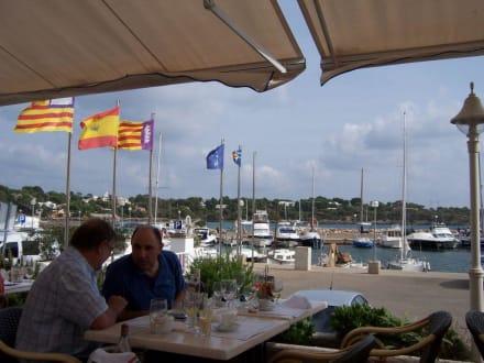Auf der Terrasse am Hafen - Restaurant La Caracola