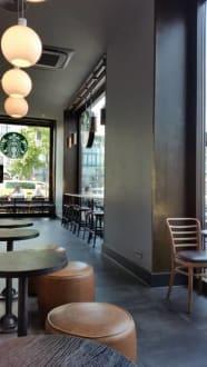 Sitzplätze drinnen - Starbucks Pariser Platz