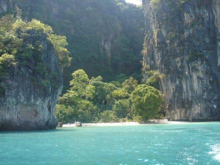 Bucht auf Ko Hong - von Felsen umgeben - Hong Island/Koh Hong