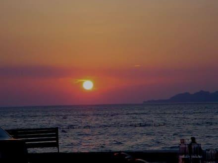 Sonnenuntergang - Strandtaverne Kapnatio