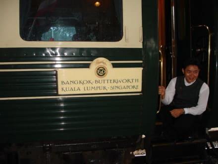 Zugbegleiter des Orient Express - Historischer Bahnhof von Hua Hin
