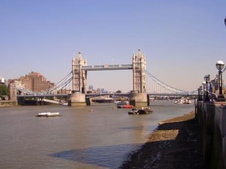 Tower Bridge strahlend blau - Tower Bridge