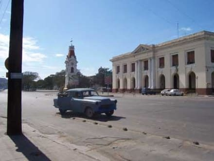 Altes Hafenzollgebäude und Uhrturm - Friedhof Santa Ifigenia