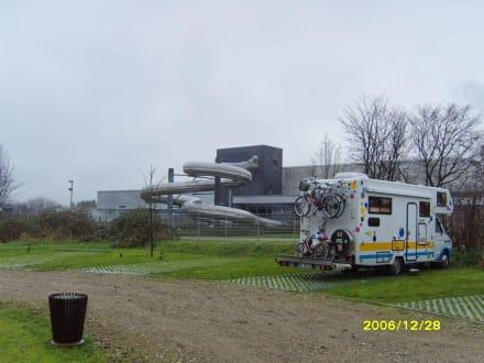 Die Rutsche mit Wohnmobil-Parkplatz! - Dithmarscher Wasserwelt