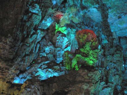 Stalaktiten und Stalagmiten - Schilfrohrflötenhöhle