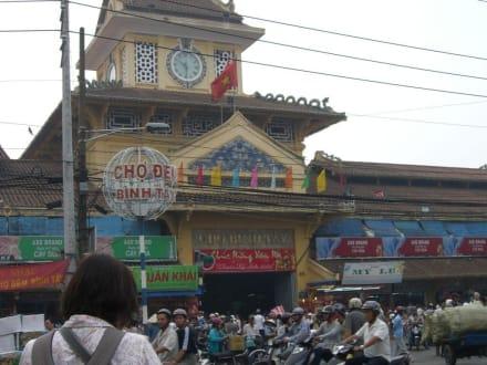 Einkaufen und Shoppen - Binh Tay Markt