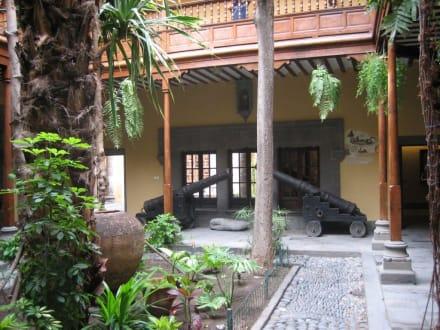 Innenhof mit Kanonen - Casa de Colón