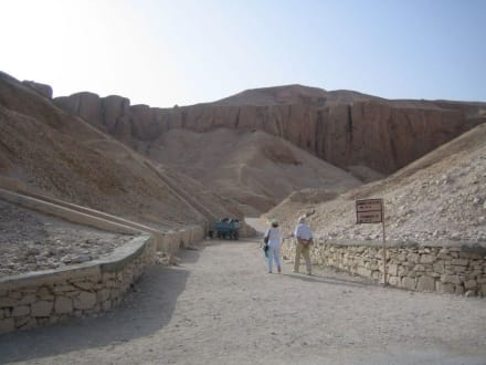 Der Weg zu dem Tal der Könige /zu den Grabkammern - Tal der Könige