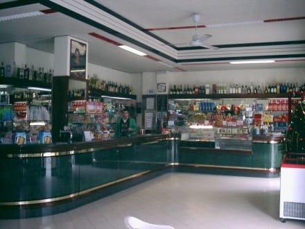 Bar vor dem großen Besucheransturm - Bar Due Torri