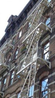 Typische New Yorker Haus mit Feuertreppe - SOHO/Greenwich Village
