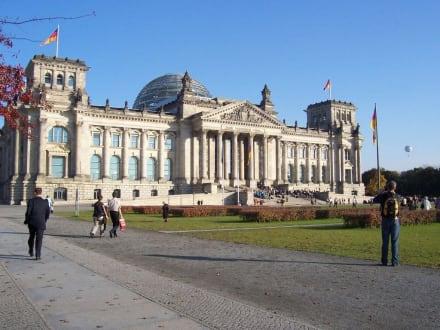Blick auf unser Regierungsgebäude - Bundestag / Reichstag
