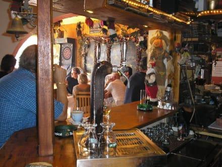 Im Innenraum der Bar - Trudes Hexenstübchen
