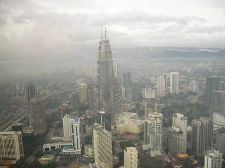 Aussicht auf Twin Towers - Menara Kuala Lumpur (Fernsehturm)