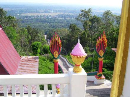 Tempelgelände - Weisser Buddha