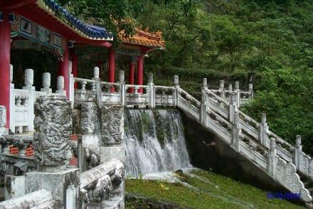 Tarokko Schlucht - Überflutete Tempelanlage - Taroko-Schlucht