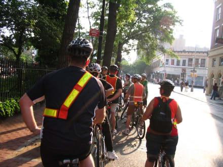Kurzer Halt in der Christopher Street - Radfahren New York