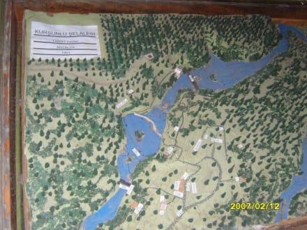 Die Übersichttafel! - Kursunlu Wasserfälle