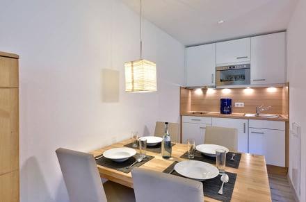 Esszimmer mit Küche Premiumappartement - Die Gams Hotel - Resort