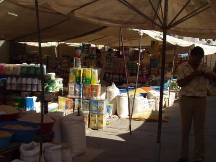 Verkaufsstand mit Lebensmitteln - Markt