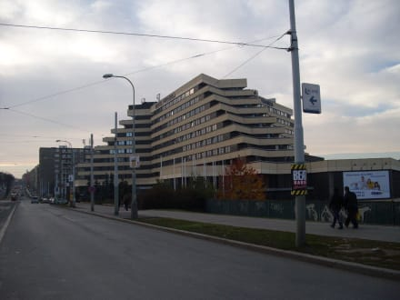 Quot Das Hotel Und Verkehrsanbindung Quot Bild Orea Hotel Pyramida