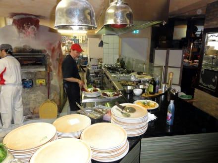 Die offene Küche des Restaurants\