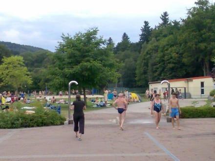 Parkplatz des tollen Freibades - Freibad Goldlauter