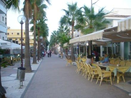 Die Hauptstraße - Einkaufsmeile