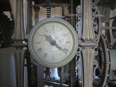 Die erste Uhr der Giraldar - Kathedrale von Sevilla