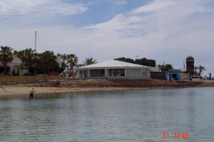 Der Strand in Caleta de Fuste - Hafen Caleta de Fuste