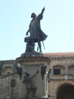 Statue Cristobal Colon - Parque Colón mit Kolumbusdenkmal