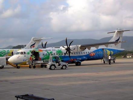 schön bunt - Flughafen Koh Samui (USM)