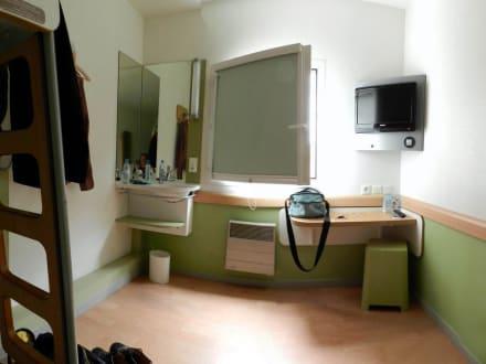 Zimmer 110 bild ibis budget hotel paris porte de - Ibis budget hotel paris porte de montmartre ...
