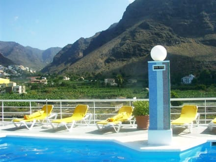 Blick vom Pool Richtung Berge - Playa de Valle Gran Rey