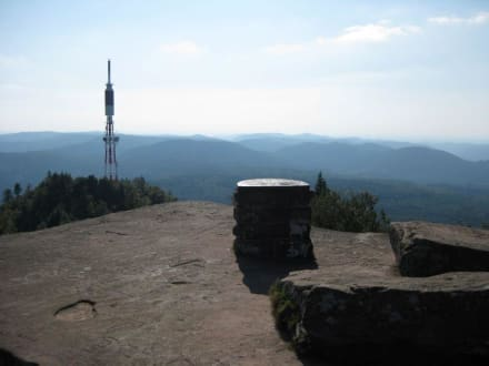 Blick vom Tempel auf den Sendeturm - Donon