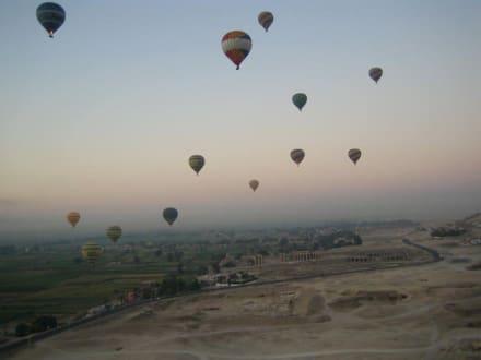 Heißluftballons über dem Tal der Könige - Ballonfahrt Luxor