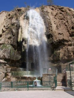 Ein Teil der Wasserfälle von Hammamet Main - Heiße Quellen