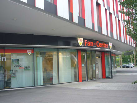 eingangsbereich des vfb stutttgart fancenters bild vfb fan shop in stuttgart. Black Bedroom Furniture Sets. Home Design Ideas