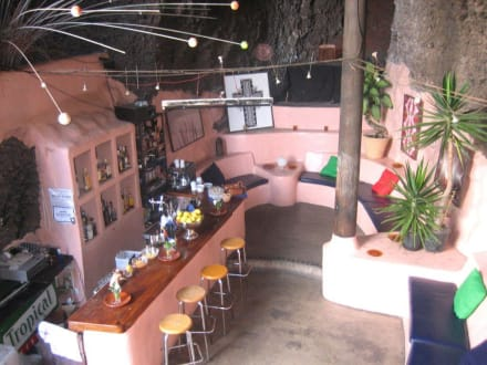Die Musik-Bar in der Höhle - LagOmar Omar Sharif