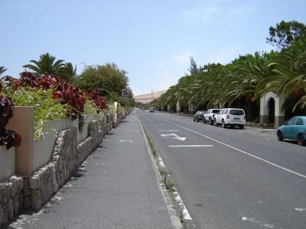 Die Strasse Richtung Einkaufsviertel - Center Sotavento