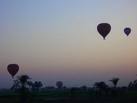 Heißluftbalons bei Ihrer Fahrt im Morgengrauen - Ballonfahrt Luxor