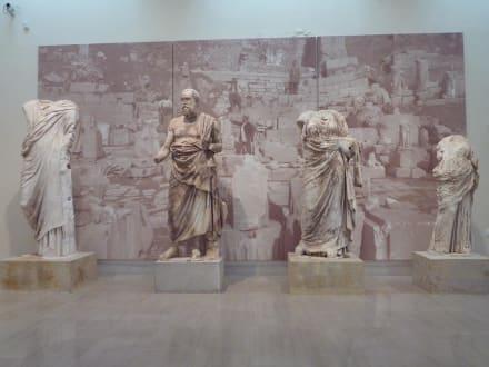 Museum - Theater  - Museum von Delphi