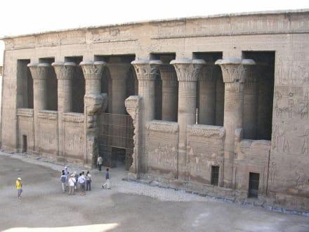 Der Eingang - Tempel des Chnum / Esna