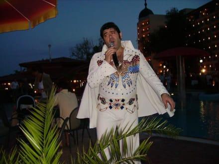 Der Elvis vom Goldstrand in Aktion - Elvis live am Goldstrand